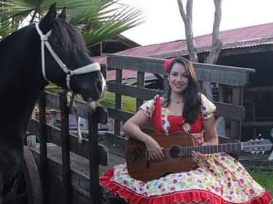 """""""Prácticamente llevo toda una vida cantando en los rodeos"""""""
